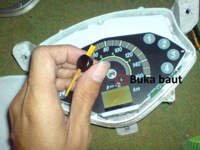 tips ganti panel speedometer terlihat warna warni