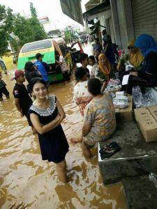 gadis-cantik-jadi-korban-banjir
