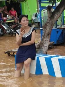 wanita-cantik-korban-banjir