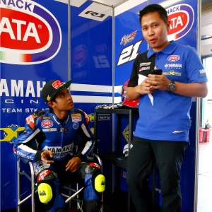 Galang Hendra (Kiri) & Wahyu Rusmayadi, Manajer Tim Yamaha Racing Indonesia (Kanan)
