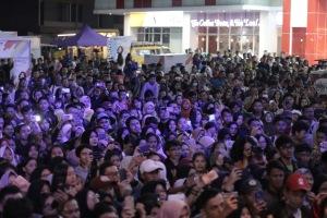 Ribuan Penonton Mio S Roadshow Concert with Isyana Sarasvati