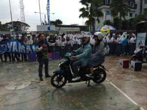 GenerasiZamanNowBandung saat mendapatkan edukasi safety riding